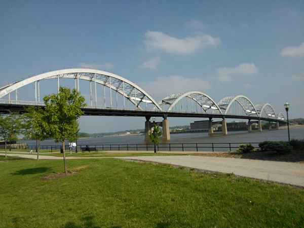 riverfront bike trail in davenport